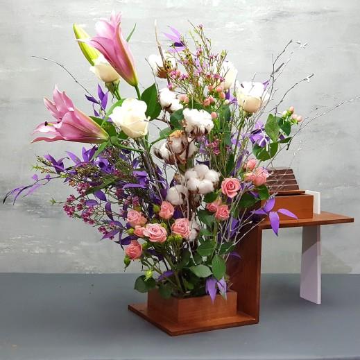 فازة  ليلي روز  - يتم التوصيل بواسطة Flowerrique
