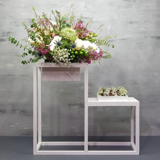 فازة خشبية من زهور عشبة الأوركيد - يتم التوصيل بواسطة Flowerrique