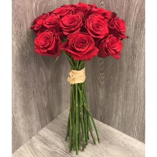 اشتري باقة ورد أحمر 25 حبة يتم التوصيل بواسطة Gate Of Flowers