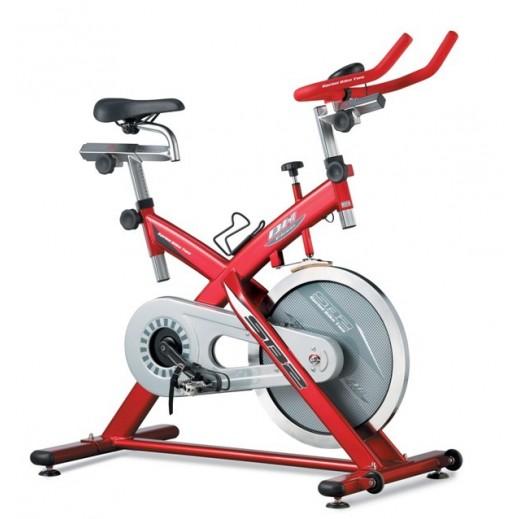 باور فيت – دراجة التمارين الرياضية SB2 مع شاشة LCD – أحمر - يتم التوصيل بواسطة النصر الرياضي خلال 3 أيام عمل