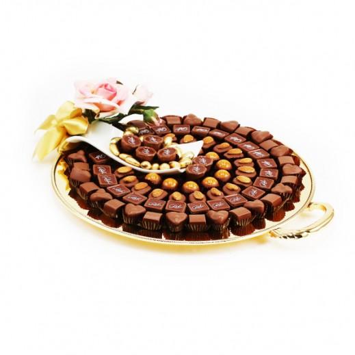 صينية شوكلاتة فاخرة ذهبية دائرية بمقبض 1.1 كجم - يتم التوصيل بواسطة Chocolates Rohr Geneve