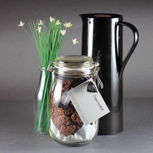 علبة شوكولاته مقرمشة & مشروب ساخن - يتم التوصيل بواسطة SugarestQ8 Chocolate