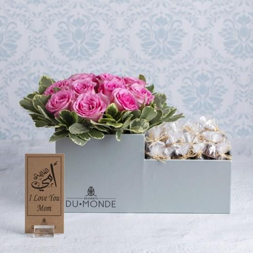 بوكس زهور وردي فاتح لعيد الأم  - يتم التوصيل بواسطة Desserts Du Monde