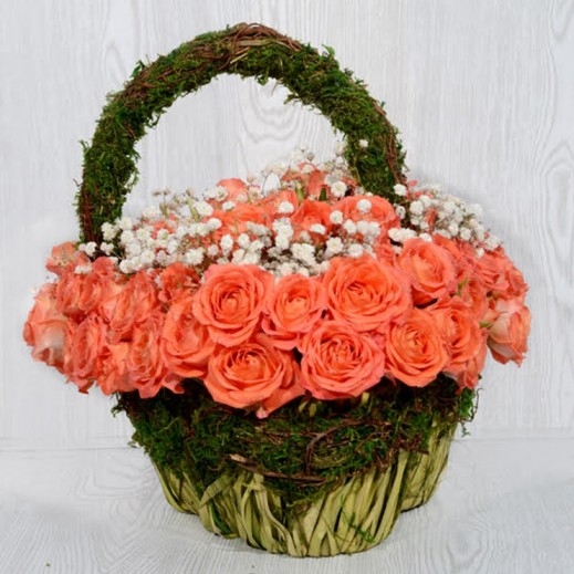 سلة زهور بيبي روز باللون البرتقالي - يتم التوصيل بواسطة Covent Palace