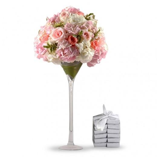 باقة زهور الهيدرنجا الوردية والبيضاء - يتم التوصيل بواسطة Covent Palace