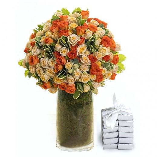 فازة زهور بيبي روز برتقالي مع الشوكولاته - يتم التوصيل بواسطة Covent Palace