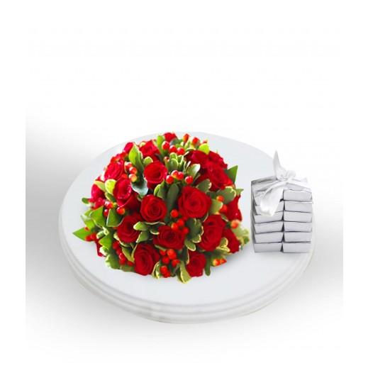 لوح أبيض من الورد الأحمر - يتم التوصيل بواسطة Covent Palace