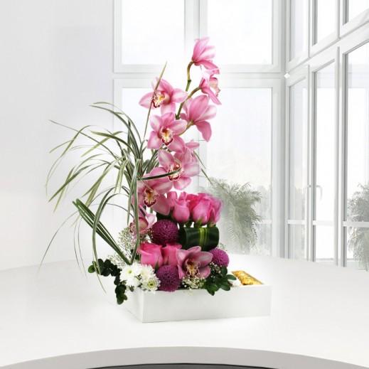 باقة من الزهور الوردية المتنوعة - يتم التوصيل بواسطة ورود A&K