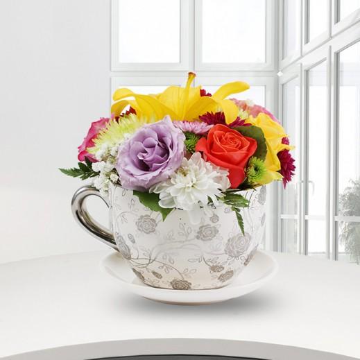 فنجان من الزهور المتنوعة - يتم التوصيل بواسطة ورود A&K