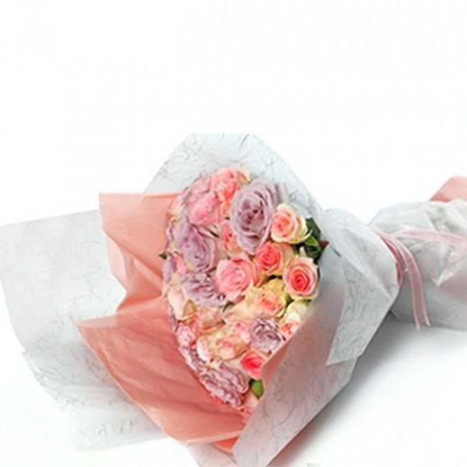 باقة من االورد الكبير - الأحمر والزهري - يتم التوصيل بواسطة دولافلور خلا 4 ساعات عمل