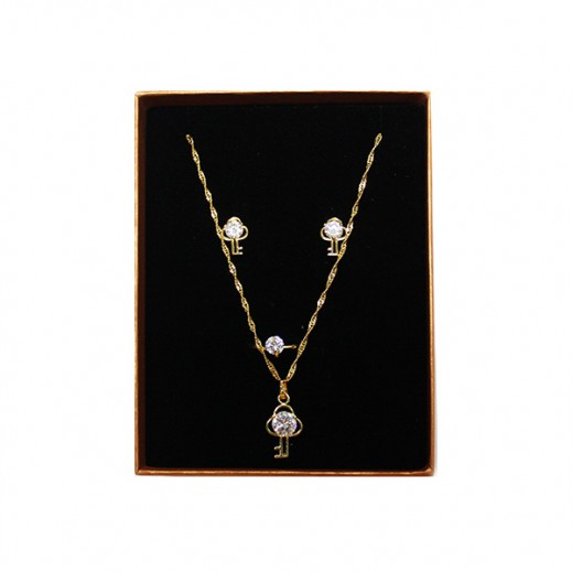 عنابي - طقم مجوهرات مطلي بالذهب 14 قيراط ومزين بشكل مفتاح موديل GJWMGST014