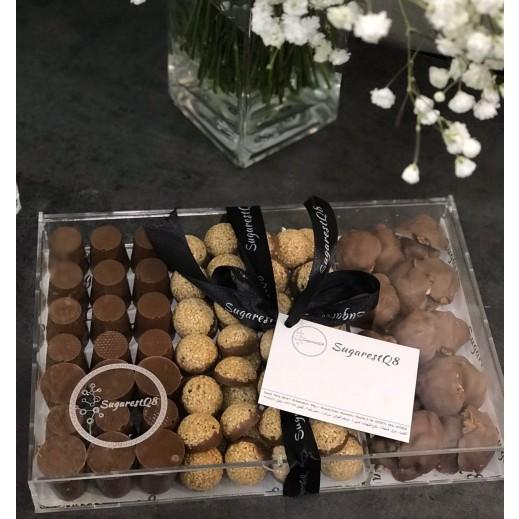 علبة شوكولاتة أكريليك - 105 حبة   - يتم التوصيل بواسطة SugarestQ8 Chocolate
