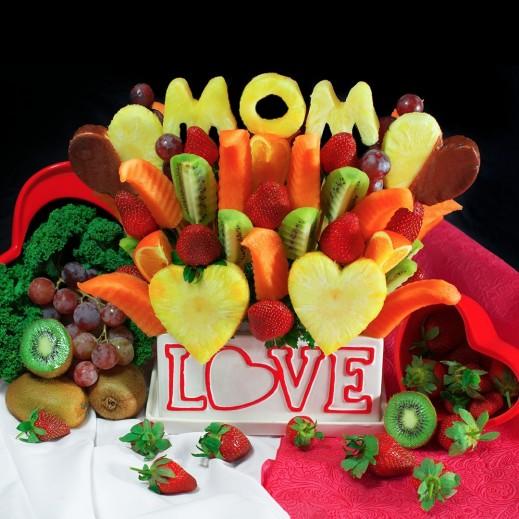باقة من فواكه الفراولة والأناناس  - يتم التوصيل بواسطة Fruit Art