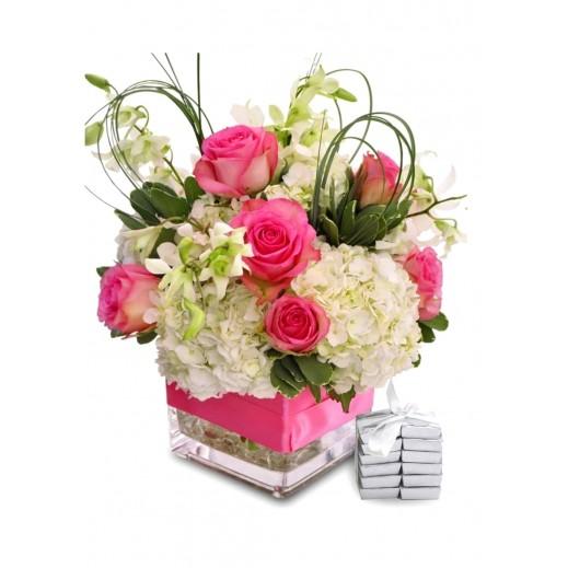 فازة زهور متنوعة - يتم التوصيل بواسطة Covent Palace