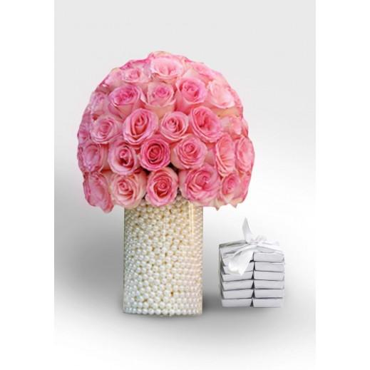 فازة من الزهور الوردية واللؤلؤ - يتم التوصيل بواسطة Covent Palace