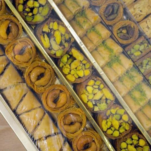 بقلاوة تركي مشكلة مع العسل 1 كجم - يتم التوصيل بواسطة Istanbul Basha