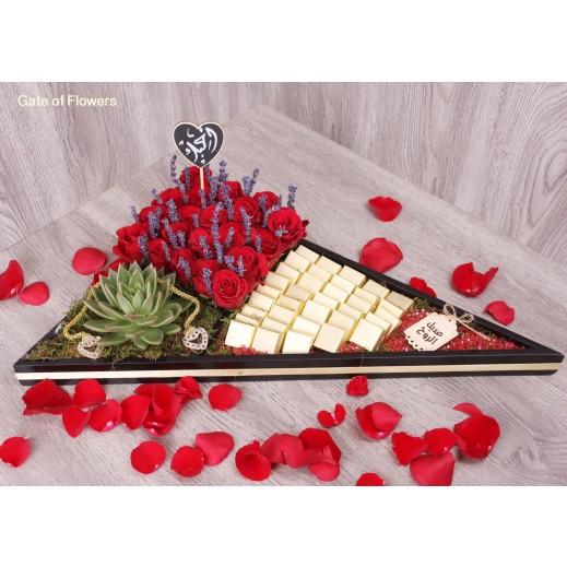 بوكس أسود من الجوري مع الشوكولاته - يتم التوصيل بواسطة Gate Of Flowers