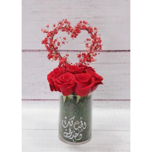 مزهرية جوري احمر مع زهور الجيبسوفيلا - يتم التوصيل بواسطة Gate Of Flowers