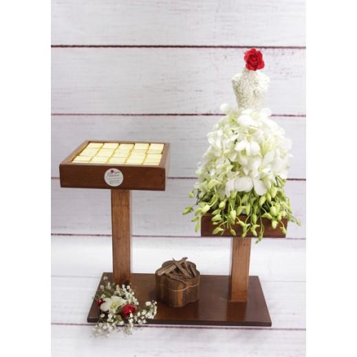 عروس من زهور الاوركيد البيضاء - يتم التوصيل بواسطة Gate Of Flowers