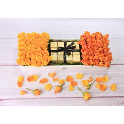 صندوق من زهور البيبي روز الملونة - يتم التوصيل بواسطة Gate Of Flowers