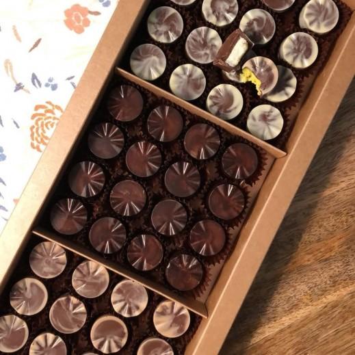 شوكولاته محشية - يتم التوصيل بواسطة Desserts Du Monde