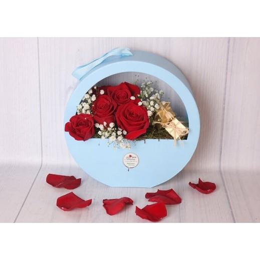 بوكس أزرق من زهور الجيبسوفيلا - يتم التوصيل بواسطة Gate Of Flowers