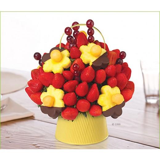 """إيدبل أرينجمنتس """"بلومينج دايزيز مع الأزهار المغمورة بالشوكولاته"""" بوكيه كبير - يتم التوصيل بواسطة Edible Arrangements"""