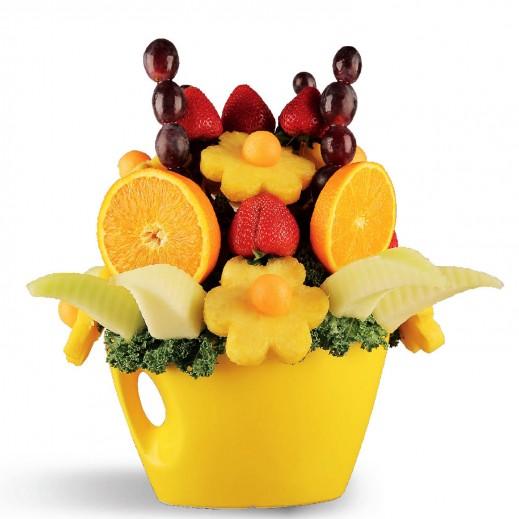 باقة رونق الفاكهة  - يتم التوصيل بواسطة Fruit Art
