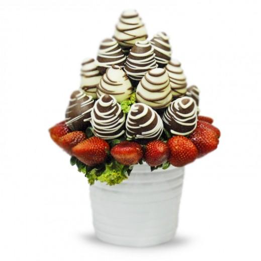 باقة أحتفال الفراولة - يتم التوصيل بواسطة Fruit Art