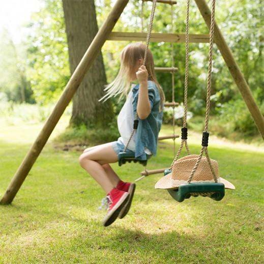 """بلوم – مجموعة أرجوحة """"جيبون"""" الخشبية المزدوجة - يتم التوصيل بواسطة Universal Toys"""