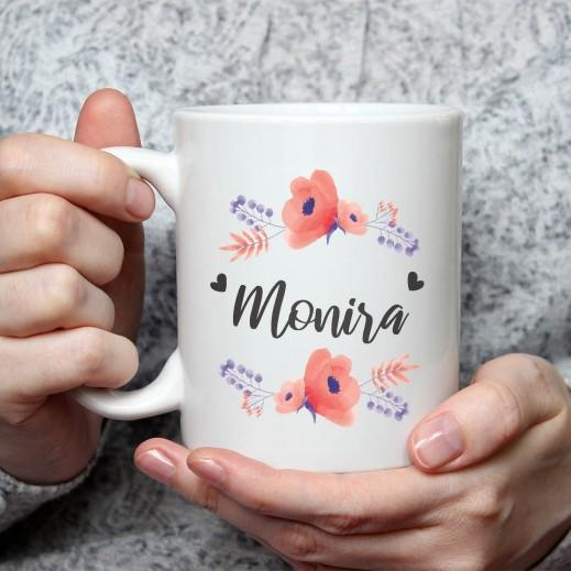 الاسم على كوب (تصميم وروود زرقاء) - MU017 - يتم التوصيل بواسطة Berwaz.com
