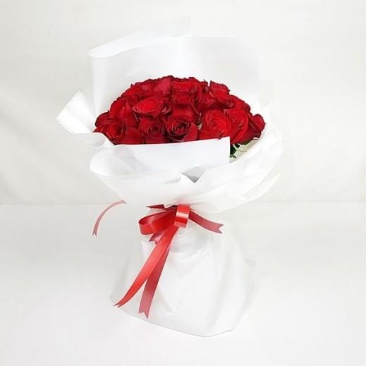 بوكيه ورد أحمر  - يتم التوصيل بواسطة Flowerrique