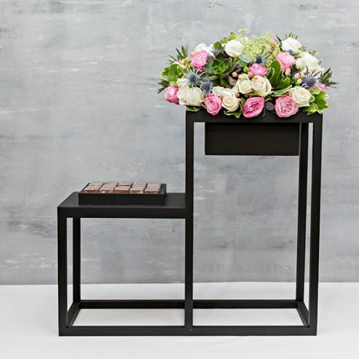 فازة زهور بيبي روز مع شوكولاته - يتم التوصيل بواسطة Flowerrique