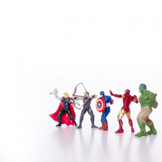 بوستر الأبطال الخارقين    - يتم التوصيل بواسطة Berwaz.com