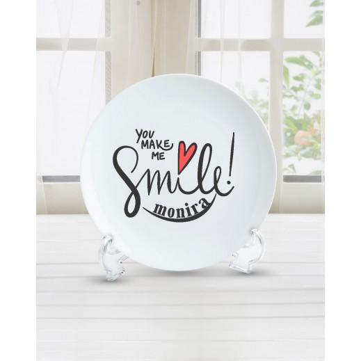 الاسم على طبق تصميم Smile - PL005 - يتم التوصيل بواسطة Berwaz.com