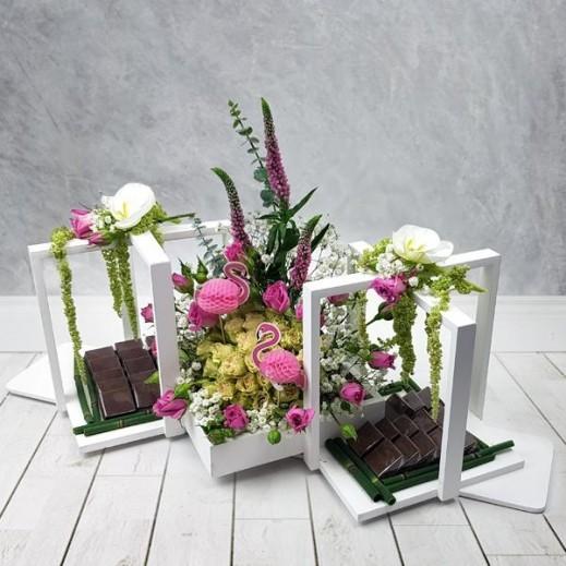 تشكيلة زهور البيبي روز مع الأوركيد  - يتم التوصيل بواسطة Flowerrique