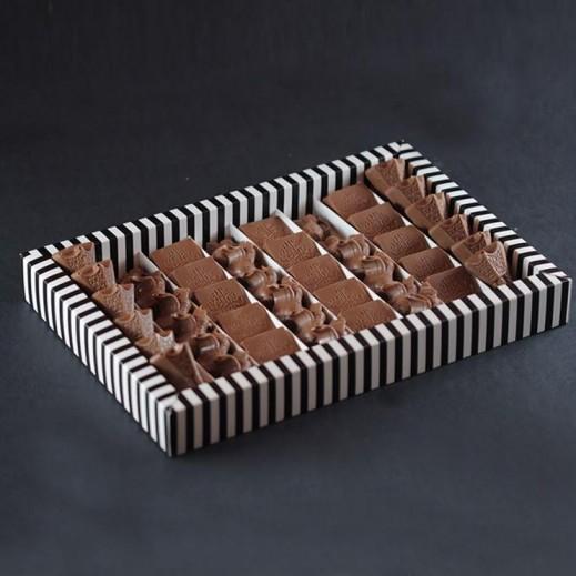 علبة الشوكلاتة - شوكولاتة بثلاث أنواع - 40 قطعة - يتم التوصيل بواسطة SugarestQ8 Chocolate