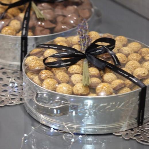 ماعون سمسمية من الألمنيوم - 100 قطعة - يتم التوصيل بواسطة SugarestQ8 Chocolate