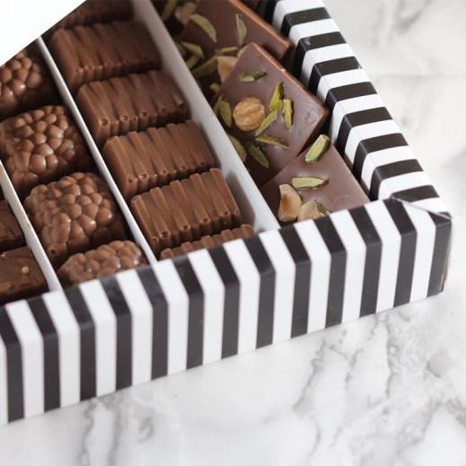 علبة شوكولاتة مشكلة - 50 قطعة - يتم التوصيل بواسطة SugarestQ8 Chocolate