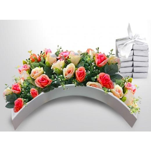 تشكيلة زهور داخل صندوق خشبي - يتم التوصيل بواسطة Covent Palace