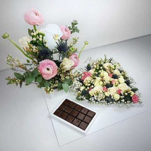 صنية زهور أوركيد مع الشوكولاته - يتم التوصيل بواسطة Flowerrique