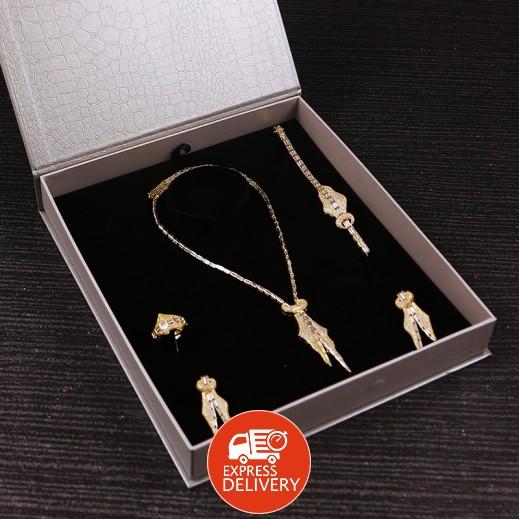 سارة - طقم مجوهرات مطلي ومرصع بالزركون ذهبي (موديل SP1023GW0)