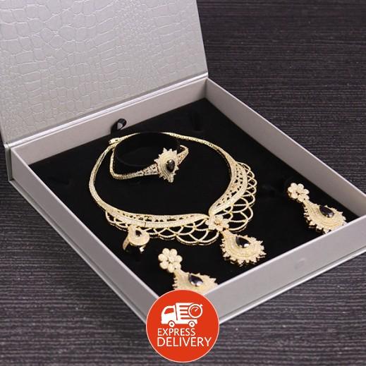 سارة - طقم مجوهرات مطلي ومرصع بالزركون ذهبي/أسود (موديل SP1106GB0)
