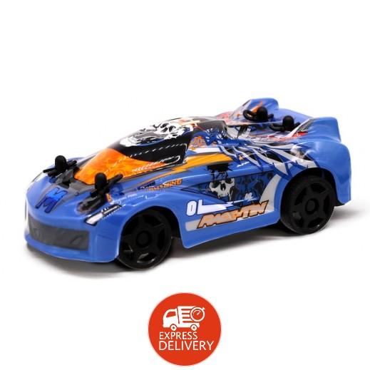 ألفا - سيارة سباق بلون أزرق